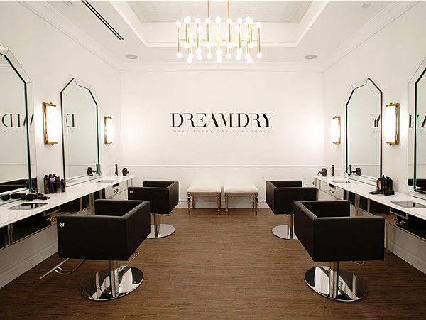 rachel zoe opens blow out bar dreamdry. Black Bedroom Furniture Sets. Home Design Ideas
