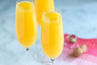 640x427xMimosa-Cocktail-Recipe-1.jpg.pagespeed.ic.AvbDq9JhsF